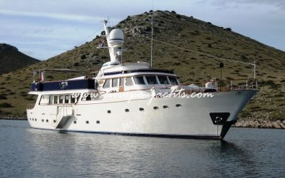Benetti 33 from the sea
